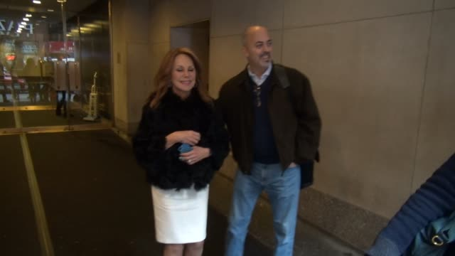Marlo Thomas leaves the TODAY show poses for photos with fans in New York City in Celebrity Sightings in New York