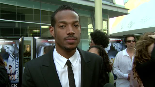 marlon wayans jokes about the films co-producer, michael tiddes, talks about his mr. moody influence in the film and calls dance flick the funniest... - satira video stock e b–roll