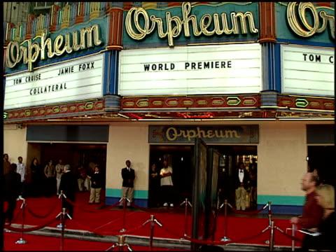vídeos y material grabado en eventos de stock de marquee at the 'collateral' premiere at orpheum theatre in los angeles, california on august 2, 2004. - cartel de teatro