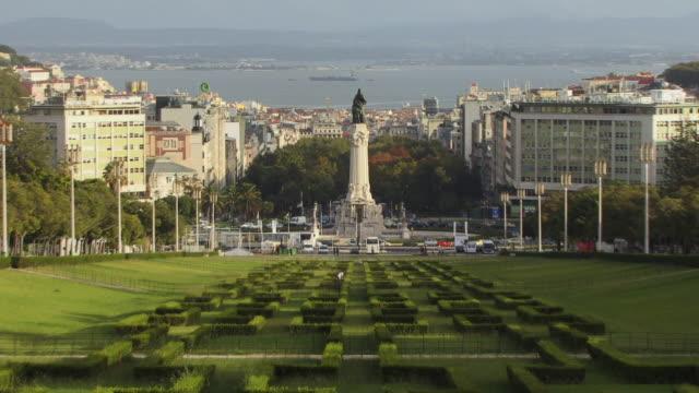 vídeos y material grabado en eventos de stock de ha ws zo marques de pombal monument in parque eduardo vii with view of surrounding cityscape / lisbon, portugal - eduardo vii park