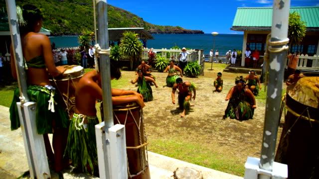 marquesan male female tribal dancers hatiheu nuku hiva - remote location video stock e b–roll