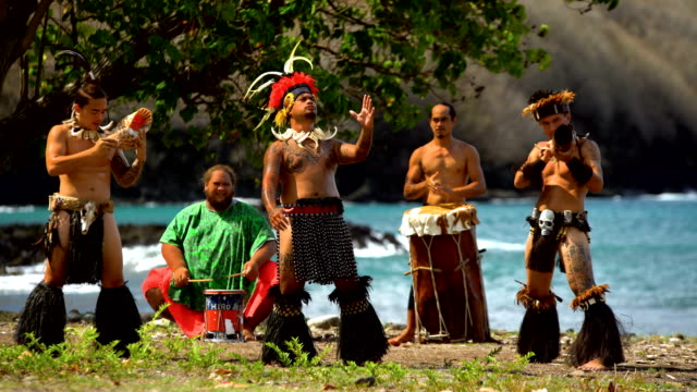marquesan native dance males performing on beach marquesas - polinesiano video stock e b–roll