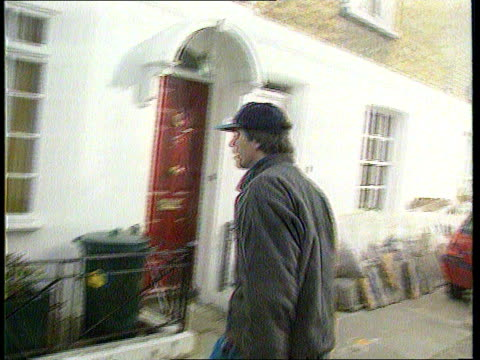 stockvideo's en b-roll-footage met marquess of blanford on probation itn lib april 1994 lacms blandford threatening cameraman as track back blandford in argument with press track ms... - probatie
