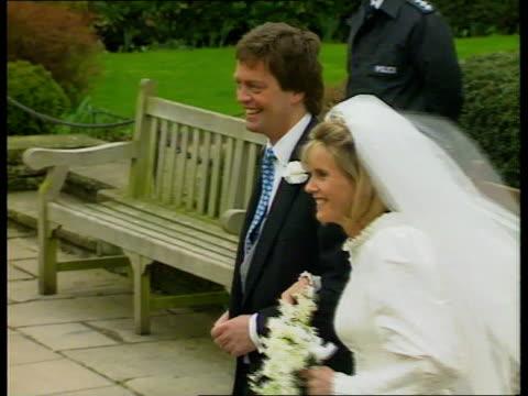 vídeos de stock, filmes e b-roll de woodstock marquis of blandford and bride becky zoom in as they kiss - papel em casamento