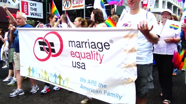 vídeos y material grabado en eventos de stock de marriage equality usa is the nation's oldest organization dedicated to building equality for the lesbian, gay, bisexual, transgender and queer... - las américas