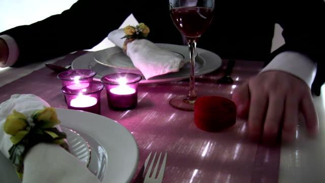 結婚のプロポーズ - お食事デート点の映像素材/bロール