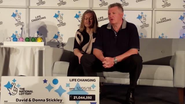 vídeos de stock, filmes e b-roll de married couple donna and david stickley from slough celebrate their £21 million lotto win in windsor berkshire - jogo da sorte