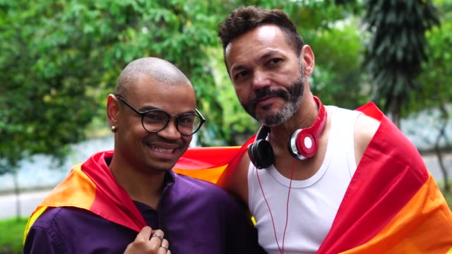 stockvideo's en b-roll-footage met gay echtpaar portret - buiten de vs