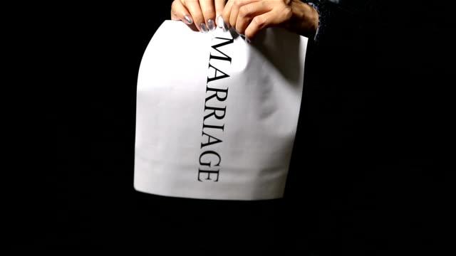 stockvideo's en b-roll-footage met marrige - echtscheiding