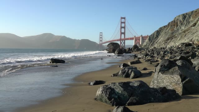 marshall's beach - san francisco - riva dell'acqua video stock e b–roll