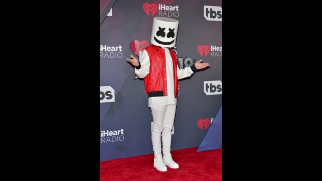 vídeos y material grabado en eventos de stock de marshmello attends at the 2018 iheartradio music awards which broadcasted live on tbs tnt and trutv at the forum on march 11 2018 in inglewood... - marshmello