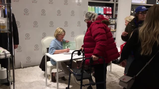 "martha stewart at martha stewart signs copies of her new book ""martha's flowers"" at macys herald square on april 05, 2018 in new york city. - マーサ スチュワート点の映像素材/bロール"