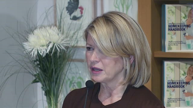 martha stewart at the book signing for 'martha stewart's homekeeping handbook' at williams-sonoma store in new york, new york on november 1, 2006. - martha stewart stock videos & royalty-free footage