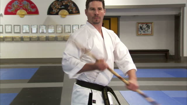 vidéos et rushes de ms martial arts instructor using bo staff / springville, utah, usa - springville utah
