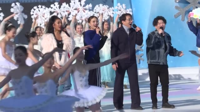 vídeos de stock e filmes b-roll de martial-arts film star jackie chan and students perform at the launch of china's 2022 winter olympics and paralympics global volunteer recruitment... - jackie chan