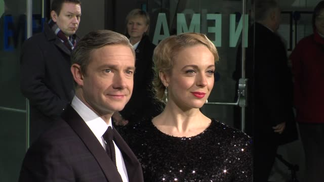 vídeos y material grabado en eventos de stock de martin freeman at 'the hobbit' uk premiere and royal film performance at odeon leicester square on december 12 2012 in london england - martin freeman