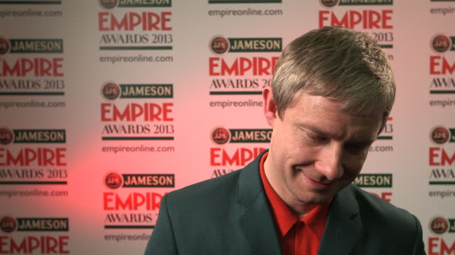 vídeos y material grabado en eventos de stock de interview martin freeman on winning 'best actor' what it means to him at the jameson empire awards winners press conference at the grosvenor house... - martin freeman