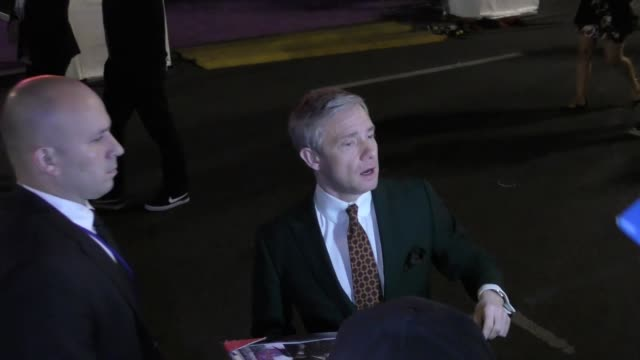 vídeos y material grabado en eventos de stock de martin freeman signs for fans at the premiere of black panther at dolby theatre in hollywood in celebrity sightings in los angeles - martin freeman