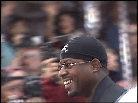 vídeos de stock, filmes e b-roll de martin lawrence at the 'bad boys ii' premiere on july 9 2003 - bad boys ii