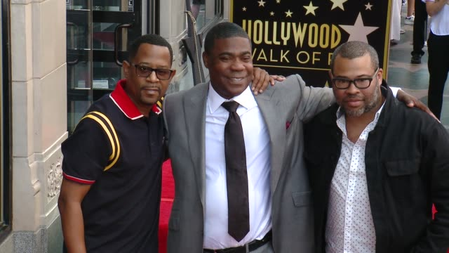 vídeos y material grabado en eventos de stock de martin lawrence tracy morgan and jordan peele at the tracy morgan honored with a star on the hollywood walk of fame on april 10 2018 in hollywood... - tracy morgan