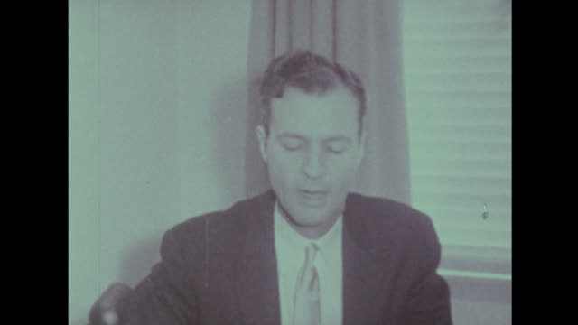 stockvideo's en b-roll-footage met martin luther king comments on the supreme court ruling making segregated busing illegal - 1956