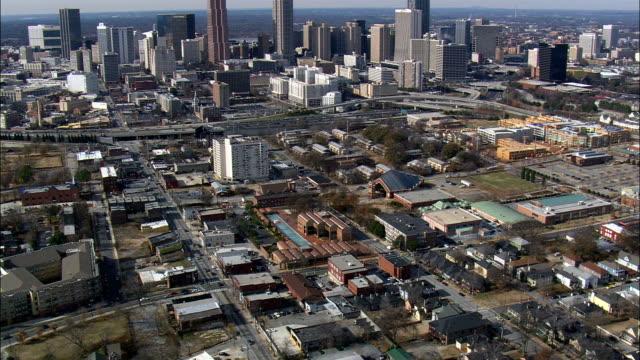 マーティン ・ ルーサー ・ キング jar 発祥の地 - 空中写真 - ジョージア州フルトン郡、アメリカ合衆国 - 宗教的指導者 マルティン・ルター点の映像素材/bロール