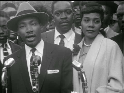 stockvideo's en b-roll-footage met martin luther king jr. addresses people + camera + mics / outside montgomery jail, al - 1955