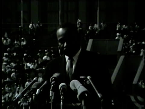 "vidéos et rushes de martin luther king jr. says 'negro in chicago is determined to be free' at the illinois ""i have a dream"" civil rights rally at soldier field on june... - droits de l'homme"