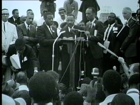 stockvideo's en b-roll-footage met martin luther king jr. talks about racism in chicago while speaking in grant park on july 26, 1965. - 1965