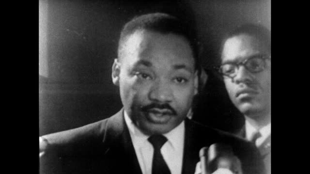 vídeos de stock, filmes e b-roll de martin luther king speaking on the murder of reverend james reed, a white pastor and minister, while participating in the selma to montgomery... - 1965