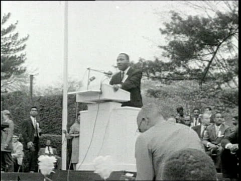 martin luther king speech and crowd response - 1959 stock-videos und b-roll-filmmaterial