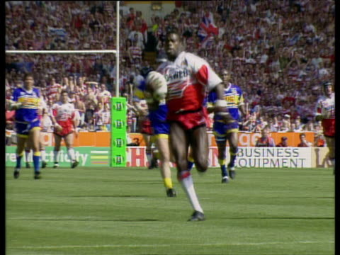 Martin Offiah runs length of pitch to score memorable try Wigan vs Leeds Rugby League Challenge Cup Final 1994 Wembley Stadium London