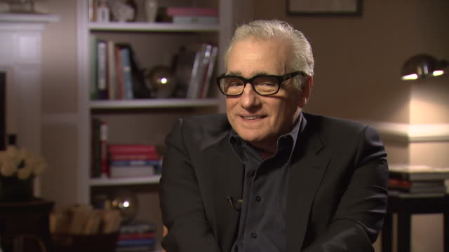 martin scorsese on working with joanna lumley in wolf of wall street saying 'great sense of humour and ready for anything' - 脚本家点の映像素材/bロール