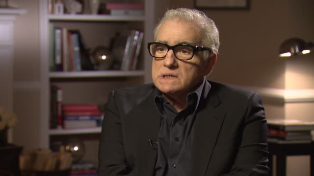 martin scorsese talks about the 2008 financial crash saying 'where are the ones that are culpable' - 緊急援助点の映像素材/bロール