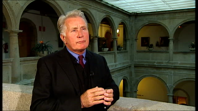 martin sheen and emilio estevez talk about their new film 'the way'; martin sheen interview sot - on playing a priest in ireland, amazing that in two... - emilio estévez video stock e b–roll