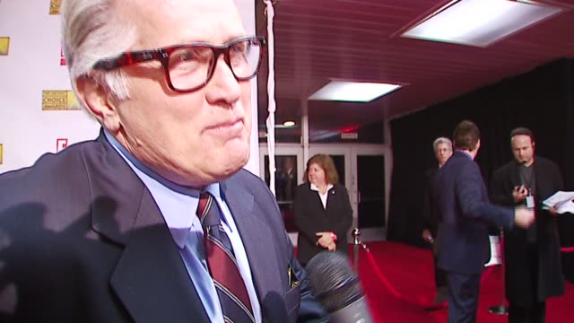 martin sheen on presenting, on his son emilio's writing and directing bobby at the broadcast film critics association's 2007 critic's choice awards... - ブロードキャスト映画批評家協会点の映像素材/bロール