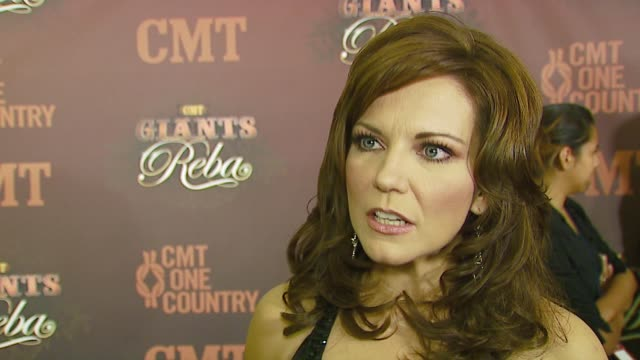 martina mcbride talks about reba, her songs, what she takes on the road at the cmt giants honoring reba mcentire at the kodak theatre in hollywood,... - martina mcbride stock videos & royalty-free footage