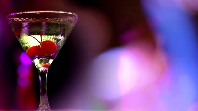 Martini-cocktail-Glas mit einigen Kirschen