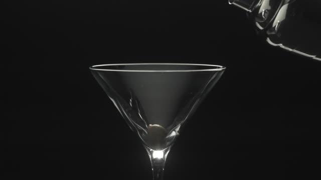 stockvideo's en b-roll-footage met martini - martini