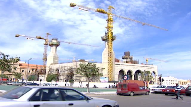 martyrs' square view of the mohammad alamin mosque and minarets under construction in downtown beirut it is a sunni muslim mosque also known as the... - blue mosque stock videos & royalty-free footage
