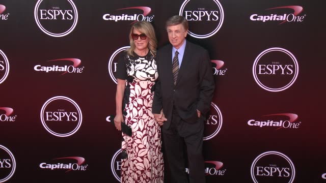 vídeos y material grabado en eventos de stock de marv albert at the 2016 espy awards at microsoft theater on july 13 2016 in los angeles california - premios espy
