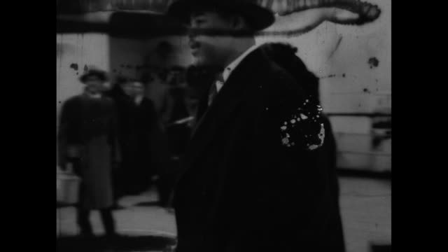 cu marva trotter louis in fur coat / joe louis wearing fedora and tranchcoat and wife trotter louis walk on deck of rms queen mary / louis and... - fluggastbrücke stock-videos und b-roll-filmmaterial