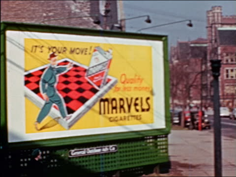 vidéos et rushes de 1941 pan marvels cigarettes billboard to drug store on other side of street / chicago / industrial - prelinger archive