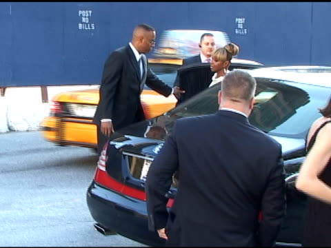Mary J Blige arrives at the FIFI Awards 01/25/11
