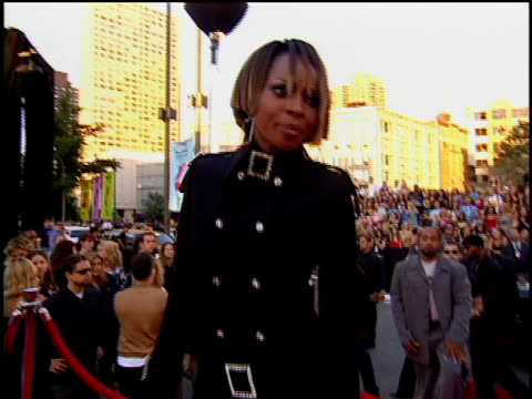 Mary J Blige arriving at Lincoln Center for the 2001 MTV MTV Video Music Awards The MTV Video Music Awards are held at the Metropolitan Opera House...