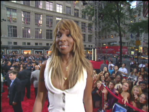 Mary J Blige Arriving to the 2003 MTV Video Music Awards Red Carpet