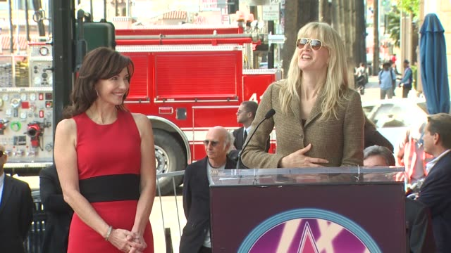 vidéos et rushes de mary steenburgen and laura dern at the mary steenburgen honored with a star on the hollywood walk of fame at hollywood ca - walk of fame