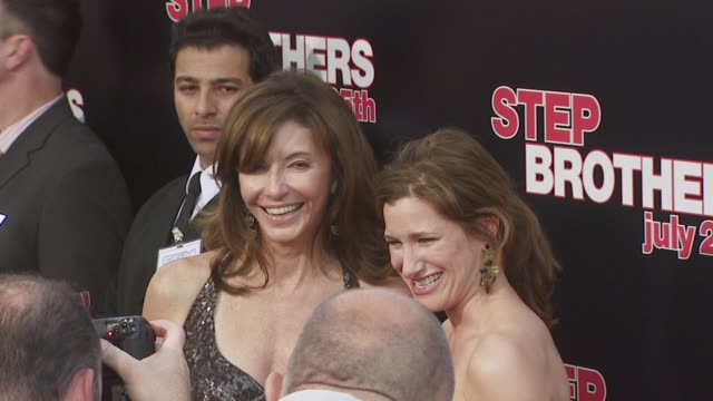 mary steenburgen kathryn hahn at the 'step brothers' premiere at los angeles ca - mary steenburgen stock videos & royalty-free footage