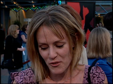 mary stuart masterson at the 'mystery men' premiere at universal studios in universal city, california on july 22, 1999. - ユニバーサルシティ点の映像素材/bロール