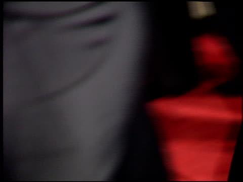 vídeos y material grabado en eventos de stock de mary tyler moore at the 'sunset boulevard' premiere at shubert theater in century city california on november 30 1993 - mary tyler moore